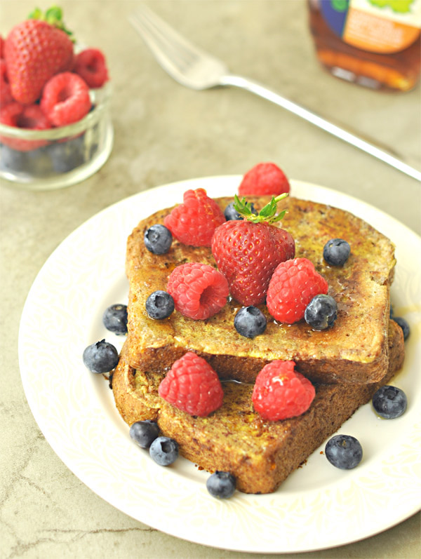 french-toast-with-berries